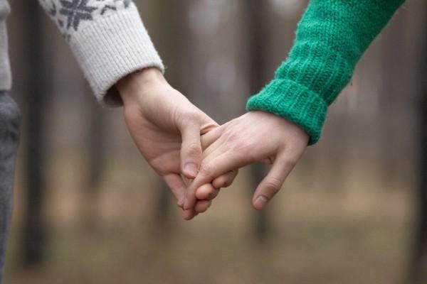 【恋愛に疲れた】何かを埋めようとする恋愛を卒業しませんか?自分の事も好きになり、素敵な相手を引き寄せる方法。